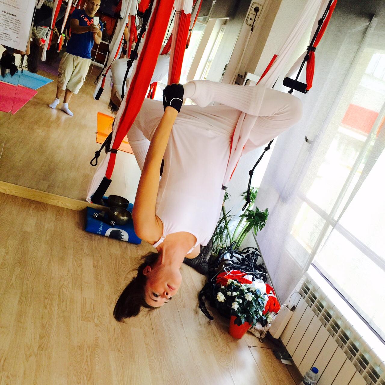 La práctica de Yoga Aéreo una experiencia estupenda