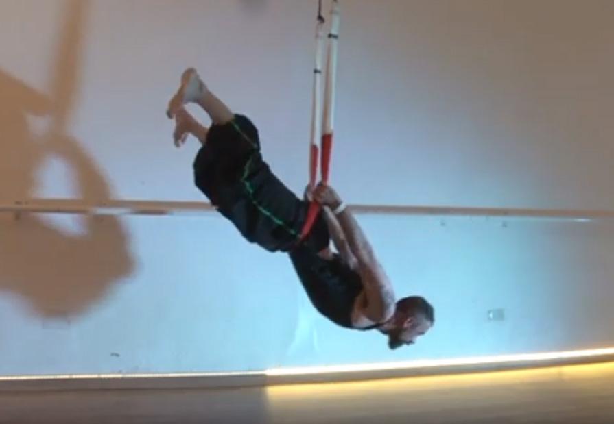 Yoga Aéreo Vídeo, Una Sesión de AeroYoga ® en Columpio con Victor Urtiaga