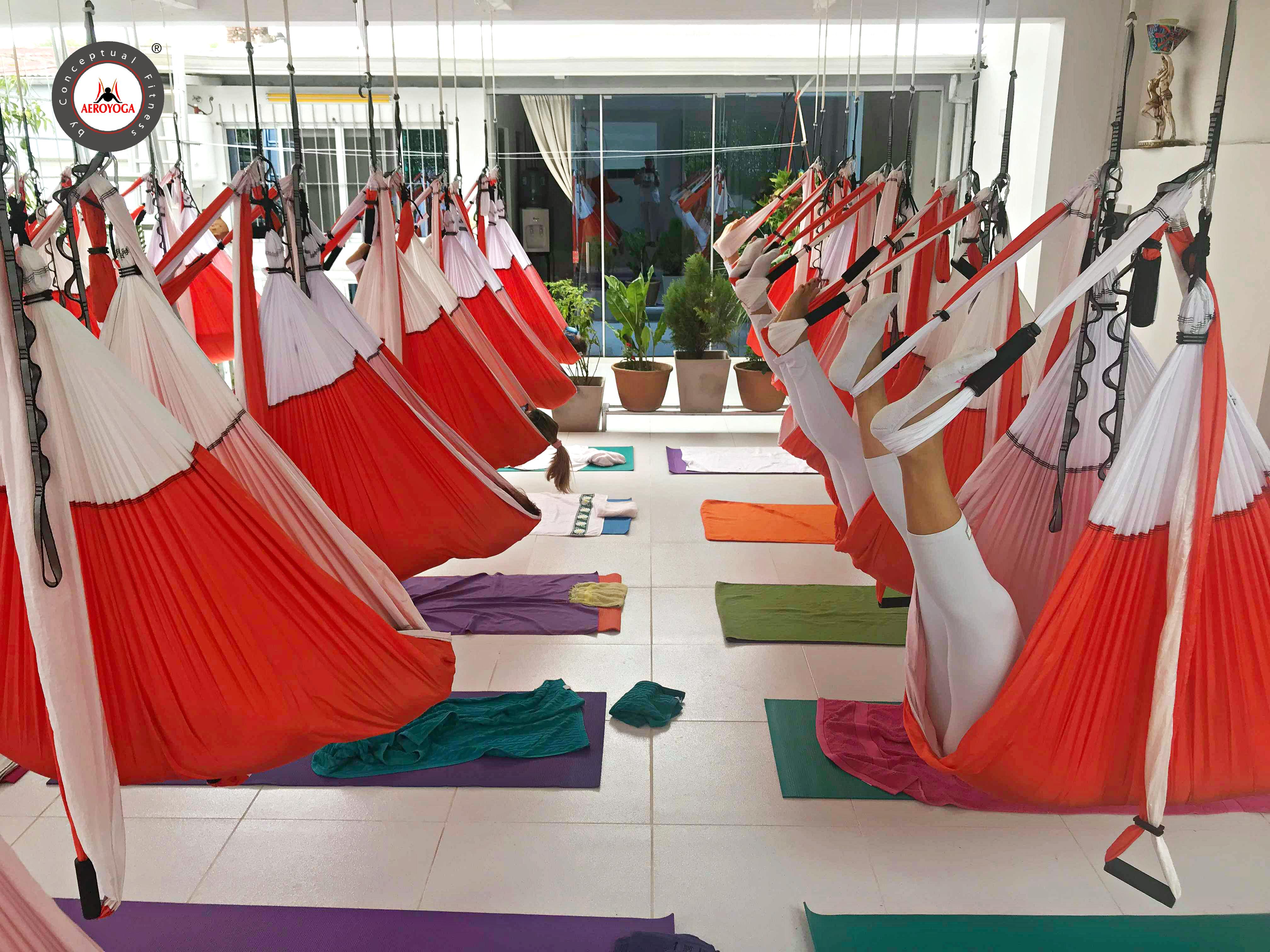 Yoga Aéreo: Los 8 Beneficios del AeroYoga ® Restaurativo