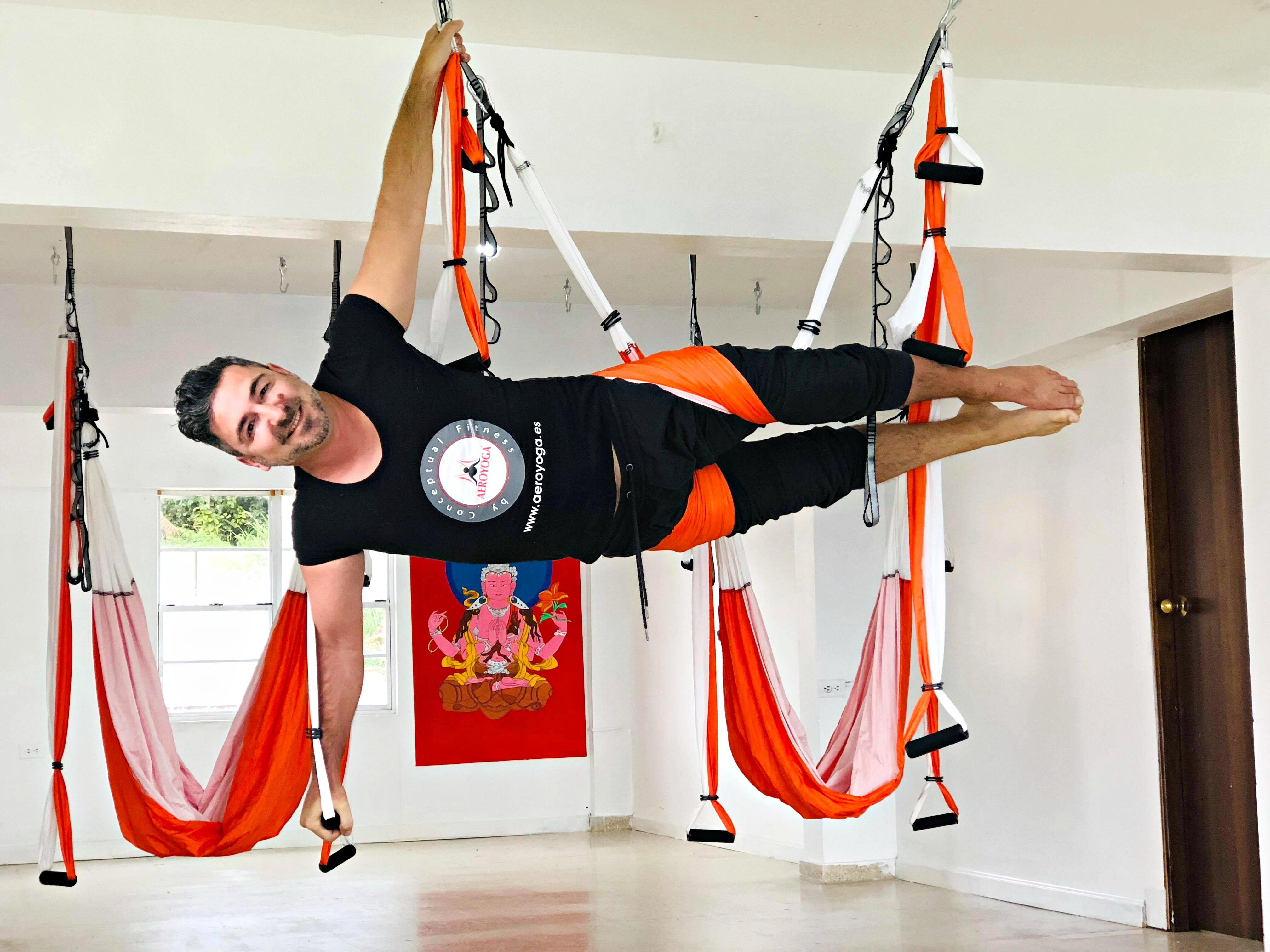 Yoga Aéreo: Una Clase de AeroYoga Acrobático y Meditación con Rafael Martinez