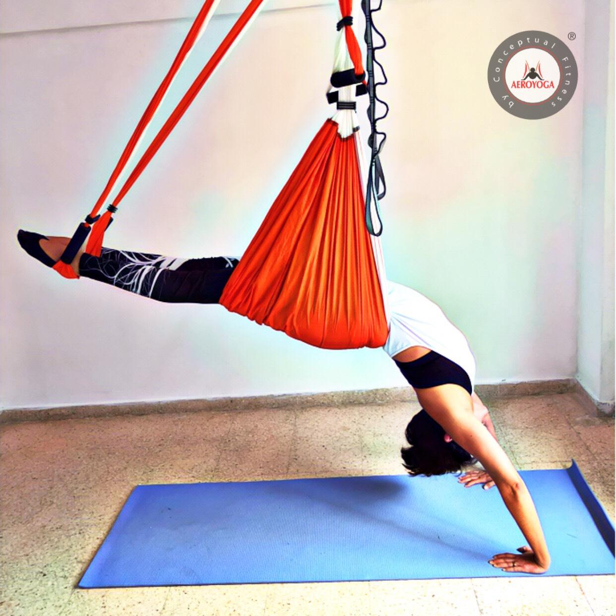 Formación Yoga Aéreo: Descubre la Postura del Medio Puente de AeroYoga ® para Fortalecer Espalda con Rafael Martinez, Vídeo!