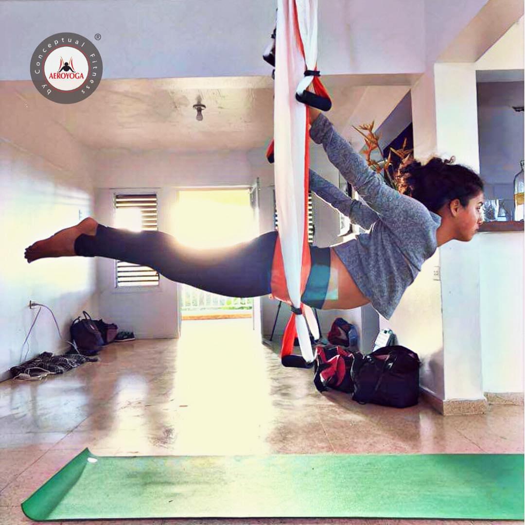 Yoga Aéreo: Descubre la Postura de la Barca Aérea con AeroYoga ® y Rafael Martinez