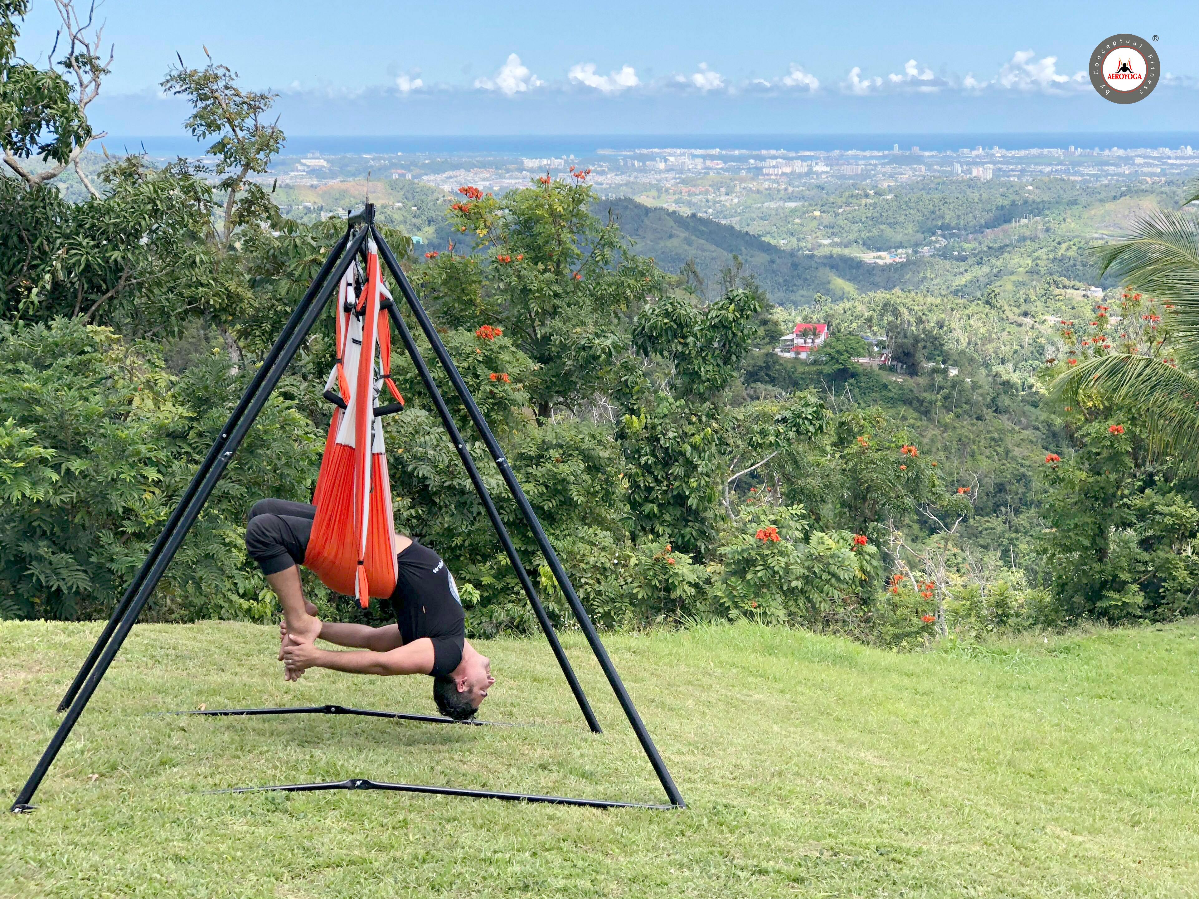 Yoga Aéreo Formación, Hoy Presentamos el Ejercicio del Vaihayasa Chakrasana con Rafael Martinez de AeroYoga ® International