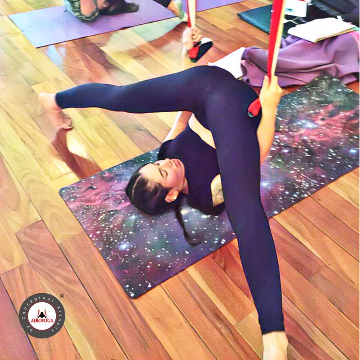 Formación Profesores Yoga Aéreo, Hoy Ejercicio del Arado en Suspensión con AeroYoga ® Institute