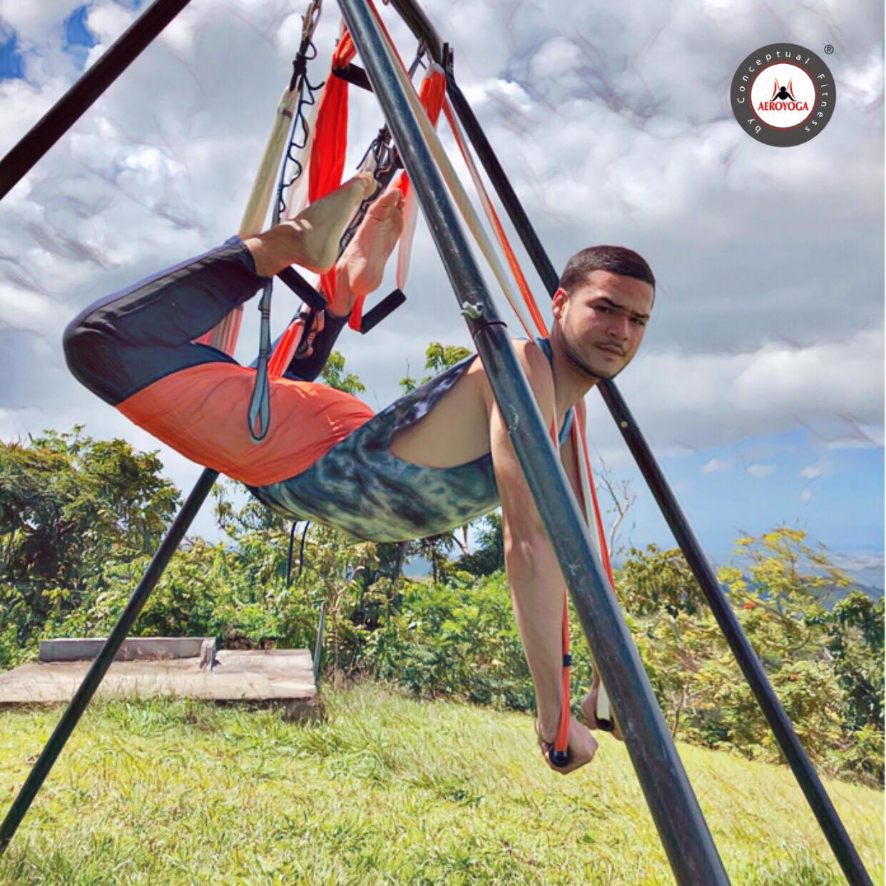 Yoga Aéreo: Nueva Experiencia Aérea AeroYoga ® en Casa Ceiba, Puerto Rico