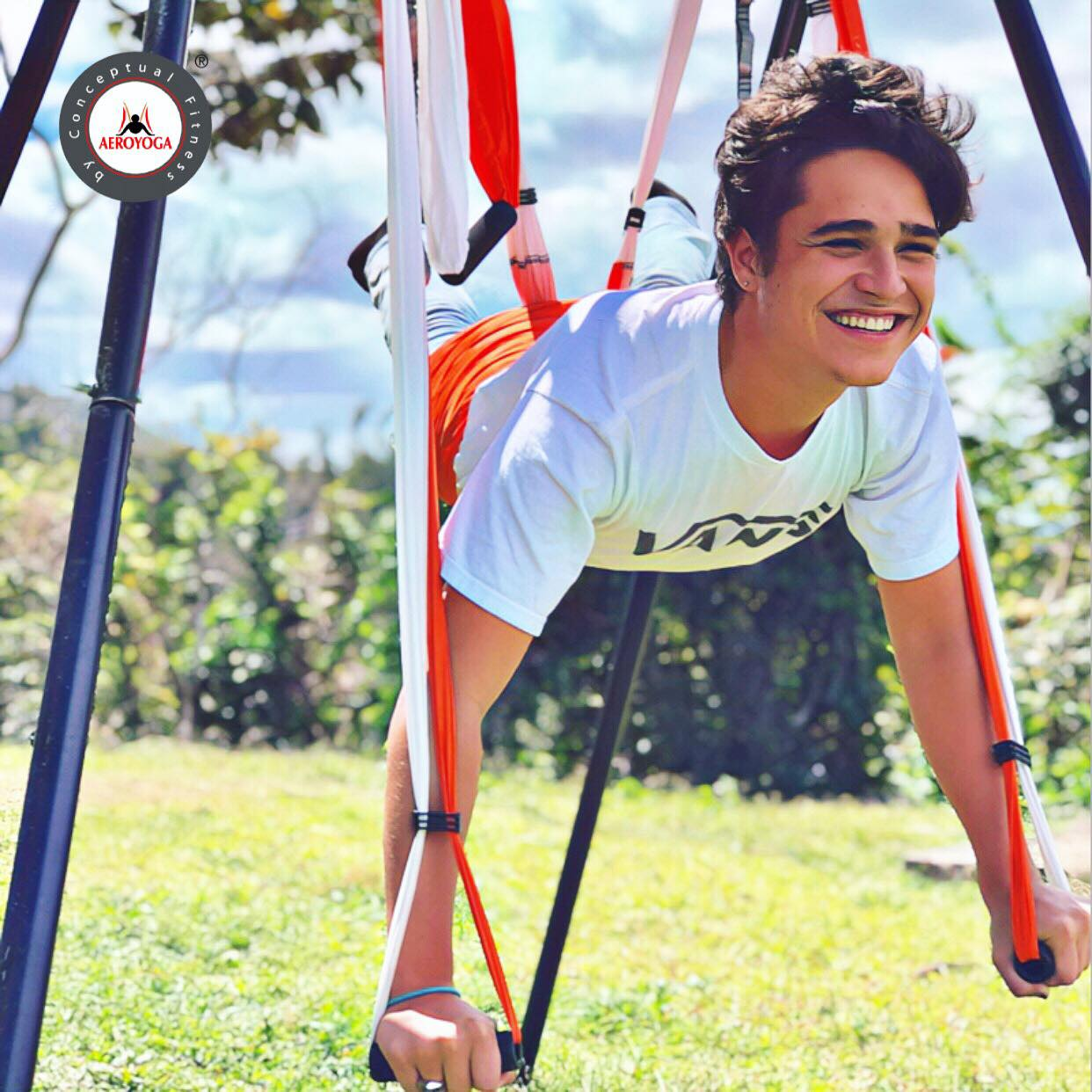 Air Yoga, Beneficios Salud, Cuerpo y Mente de la Cobra Aérea (Vaihayasa Bhujangasana)