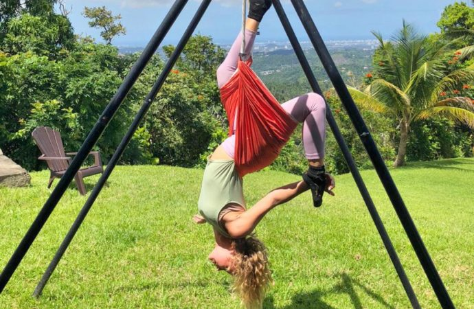Clase de Aero Yoga Acrobático en Puerto Rico, Formación Yoga Aéreo