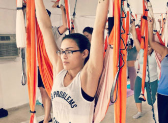 Formación Yoga Aéreo a Distancia, Clase Completa AeroYoga ® Espalda con Rafael Martínez