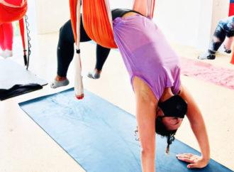 Yoga Creativo: Clase de Yoga Aéreo para el Dolor de Espalda (con el Método AeroYoga ® by Rafael Martínez)